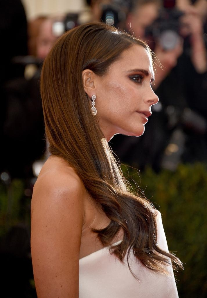 Victoria Beckham Long Wavy Cut – Victoria Beckham Hair Looks Inside Victoria Beckham Long Hairstyles (View 11 of 15)