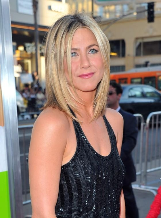 Well Known Jennifer Aniston Long Layered Bob Hairstyles Inside Jennifer Aniston Layered Medium Straight Bob Haircut For Women (View 14 of 15)
