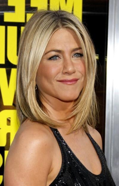Photo Gallery of Jennifer Aniston Long Layered Bob
