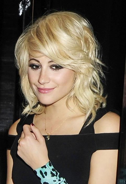 Widely Used Pixie Lott Bob Hairstyles Regarding Pixie Lott Loose Waves: Sexy Medium Blonde Hairstyle With Bangs (View 15 of 15)