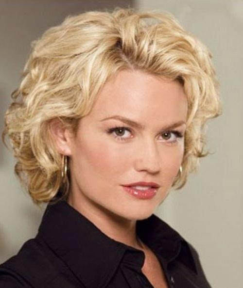 111 Amazing Short Curly Hairstyles For Women To Try In 2017 In Short Hairstyles For Pointy Chins (View 15 of 20)