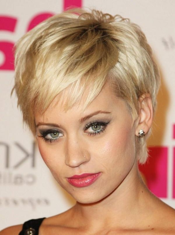 111 Best Layered Haircuts For All Hair Types [2018] – Beautified With Short Haircuts For Thick Hair Long Face (View 1 of 20)