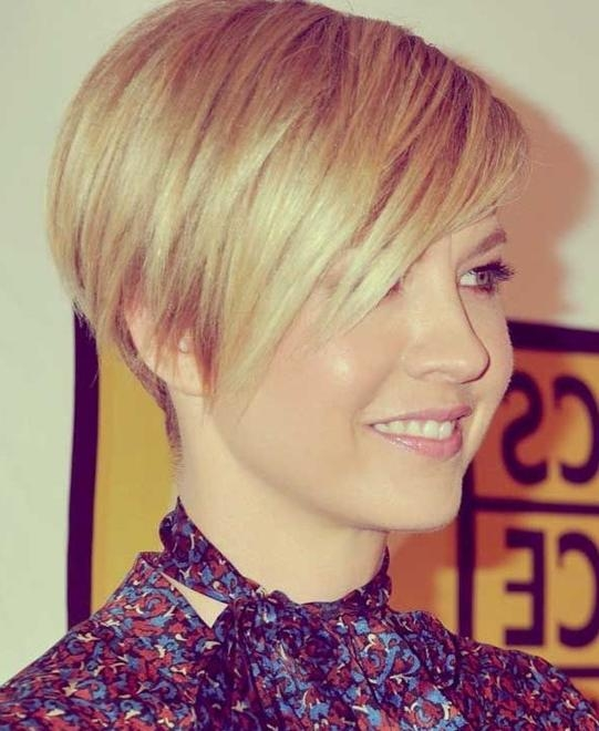 15 Chic Short Haircuts: Most Stylish Short Hair Styles Ideas In Short Haircuts With Side Fringe (View 2 of 20)