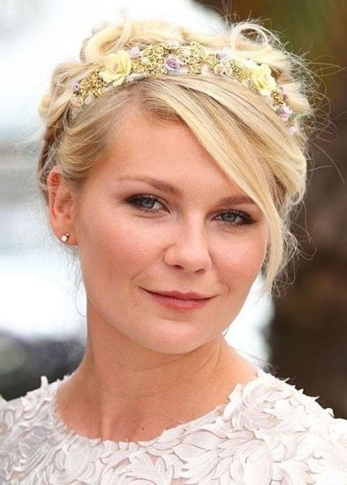 18 Pretty Updos For Short Hair: Clever Tricks With A Handful Of With Short Hairstyles With Headbands (View 2 of 20)