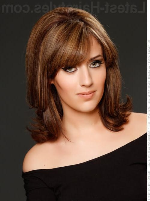 24 Short Haircuts For Thick Hair That People Are Obsessing Over In In Short Haircuts For Voluminous Hair (View 4 of 20)