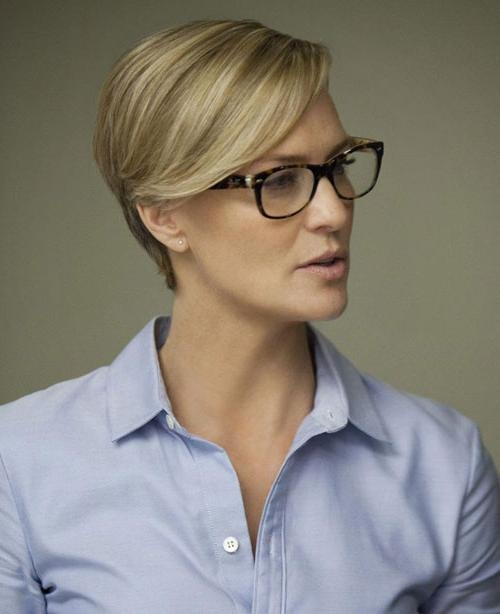 27 Timeless Short Hairstyles For Older Women With Glasses – Cool In Short Haircuts For Glasses (View 5 of 20)