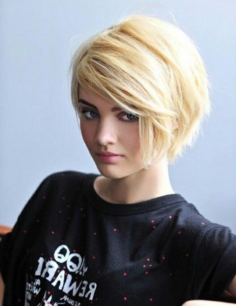 30 Latest Short Hairstyles For Winter 2018 – Best Winter Haircut Ideas With Short Haircuts With Side Fringe (View 9 of 20)