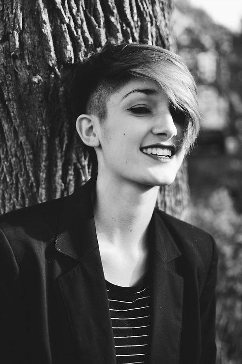 35 Vogue Hairstyles For Short Hair – Popular Haircuts Inside Short Haircuts With One Side Shaved (View 9 of 20)