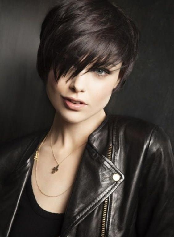 40 Classic Short Hairstyles For Round Faces With Funky Short Haircuts For Round Faces (View 18 of 20)