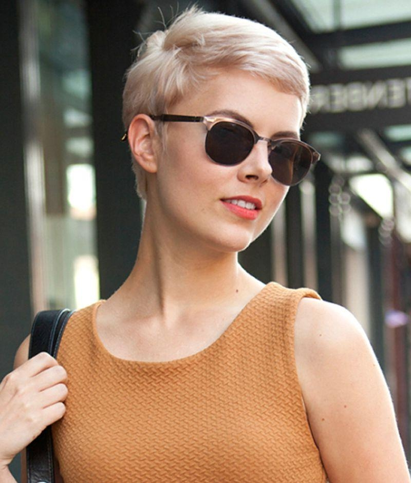 50 Elegant And Charming Short Hairstyles For Women In Short Haircuts For People With Glasses (View 9 of 20)