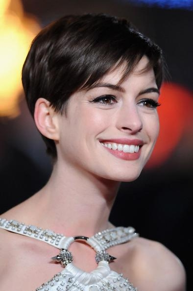 Anne Hathaway Pixie – Short Hairstyles Lookbook – Stylebistro Pertaining To Anne Hathaway Short Hairstyles (View 15 of 20)