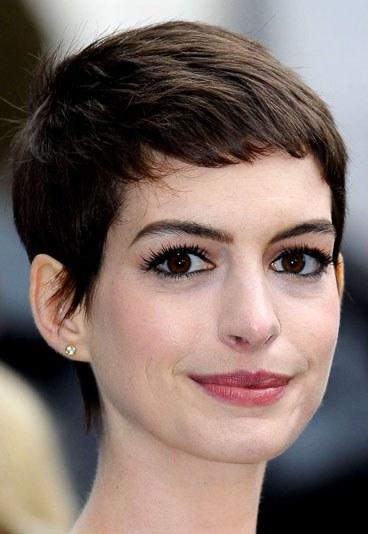 Anne Hathaway Short Hair Style – Our Top Celebs With Short Inside Anne Hathaway Short Hairstyles (View 16 of 20)