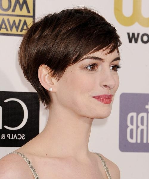 Anne Hathaway Short Straight Casual Hairstyle With Side Swept Bangs Pertaining To Anne Hathaway Short Hairstyles (View 17 of 20)