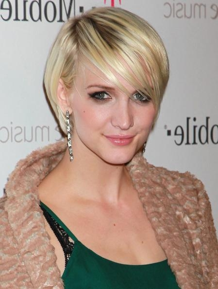 Ashlee Simpson Layered Razor Cut – Ashlee Simpson Short Hairstyles Pertaining To Ashlee Simpson Short Haircuts (View 7 of 20)