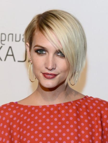 Ashlee Simpson Short Hairstyles Looks – Stylebistro Inside Ashlee Simpson Short Haircuts (View 18 of 20)