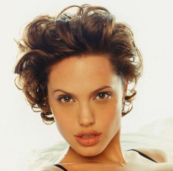 Best 25+ Angelina Jolie Short Hair Ideas On Pinterest | Angelina Intended For Angelina Jolie Short Hairstyles (View 11 of 20)