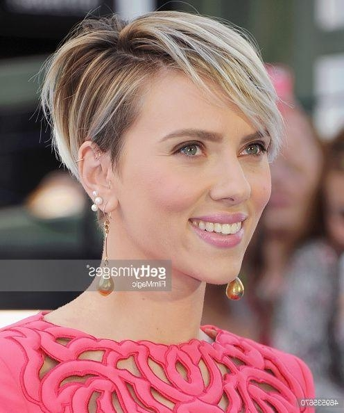 Best 25+ Scarlett Johansson Hair Ideas On Pinterest | Scarlett In Scarlett Johansson Short Haircuts (View 5 of 20)
