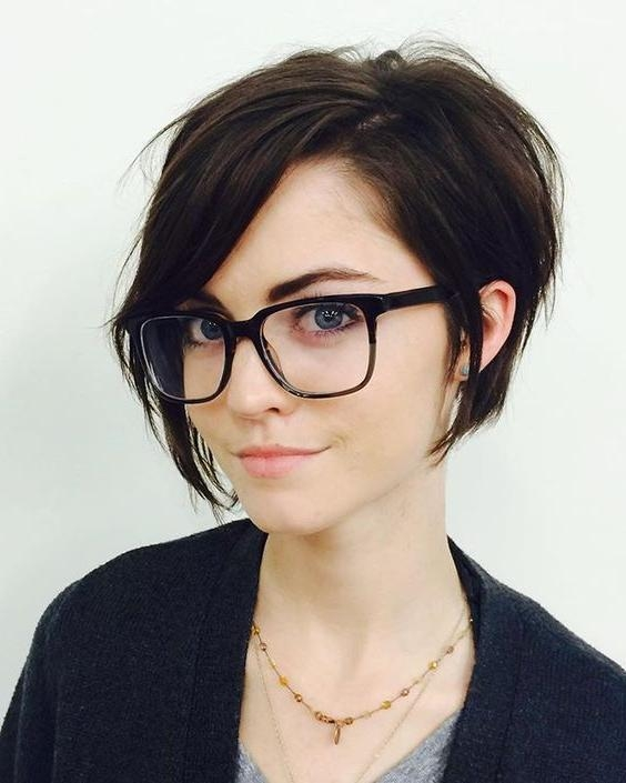 2018 Popular Short Haircuts With Glasses