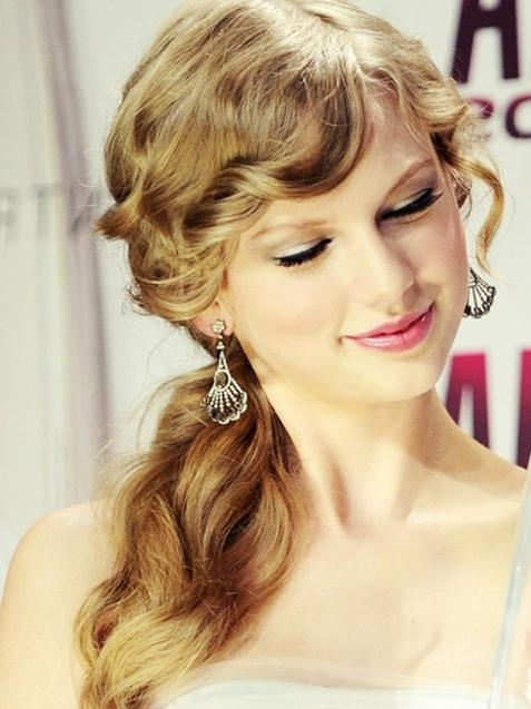 Best And Newest Taylor Swift Long Hairstyles Pertaining To Taylor Swift Long Hairstyles: Side Ponytail Hairstyle – Popular (View 9 of 15)