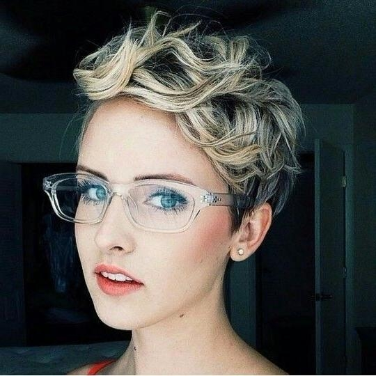 Best New Short Hairstyles For Long Faces – Popular Haircuts Inside Short Haircuts For Thick Hair Long Face (View 14 of 20)
