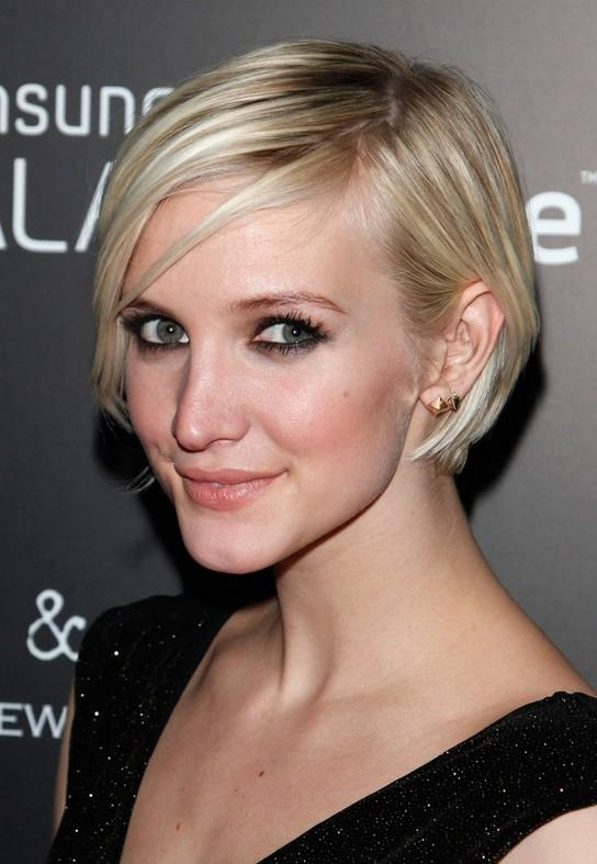 Celebrity Ashlee Simpson Short Graduated Bob Haircut For Thin Hair In Ashlee Simpson Short Hairstyles (View 16 of 20)