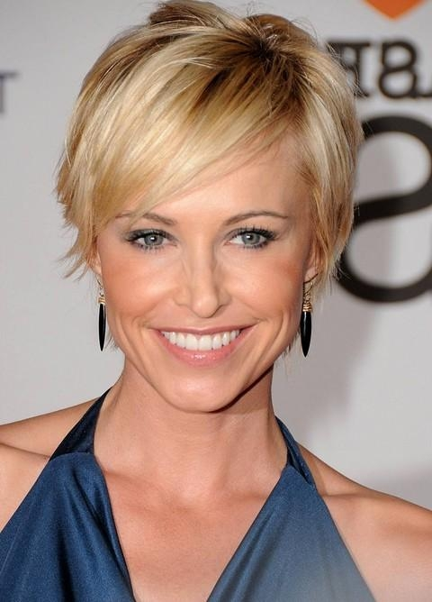 Chic Short Sleek Haircut With Side Swept Bangs – Josie Bissett's Throughout Short Haircuts With Side Swept Bangs (View 11 of 20)