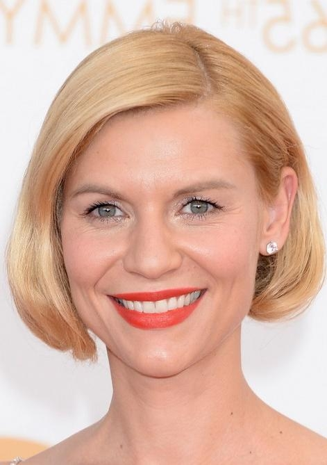 Danes Chic Short Blonde Bob Haircut Without Bangs Pertaining To Short Haircuts Without Bangs (View 12 of 20)