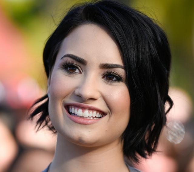Demi Lovato's New Short Wavy Haircut Is Her Sweetest Look Yet Pertaining To Demi Lovato Short Haircuts (View 16 of 20)