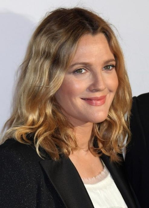 Drew Barrymore Blonde Medium Wavy Hairstyles – Popular Haircuts For Drew Barrymore Short Haircuts (View 10 of 20)