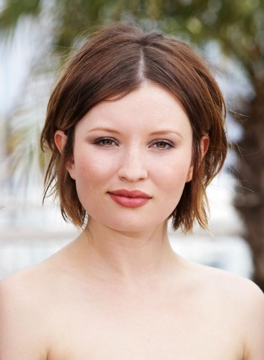 Emily Browning Center Parted Hairstyle – Hairstyles Weekly With Regard To Center Part Short Hairstyles (View 13 of 20)