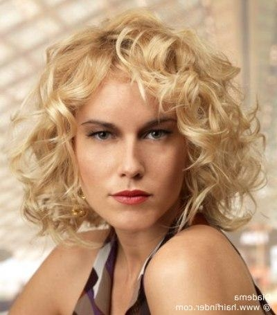 Haircuts For Short Or Petite Build Women With A Big Oblong Face With Short Haircuts For Petite Women (View 13 of 20)