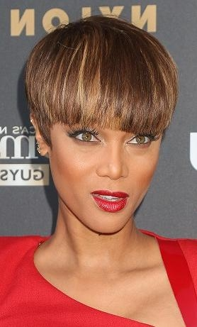 Hairstyles: Tyra Banks – Short Haircut With Bangs | Sophisticated Within Dramatic Short Haircuts (View 17 of 20)