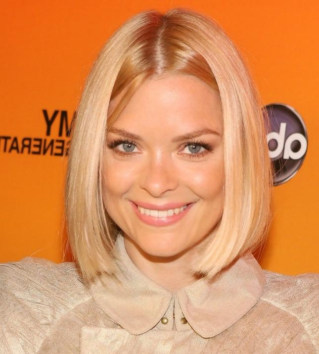 Jaime King Short Sleek Center Parted Bob Hairstyle – Hairstyles Weekly Intended For Center Part Short Hairstyles (Gallery 20 of 20)