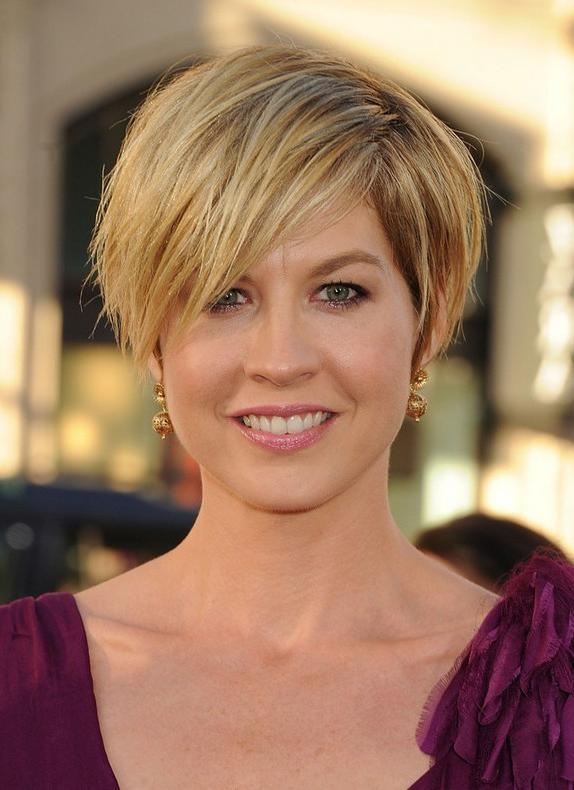 Jenna Elfman Short Choppy Messy Hairstyle With Bangs – Hairstyles In Choppy Short Hairstyles For Older Women (View 17 of 20)