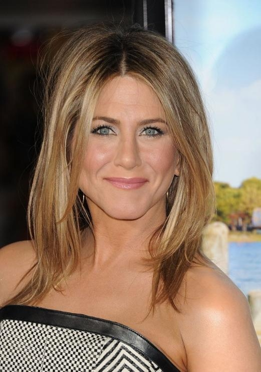 Jennifer Aniston Middle Part Hairstyles 2013 – Hairstyles Weekly In Center Part Short Hairstyles (Gallery 11 of 20)
