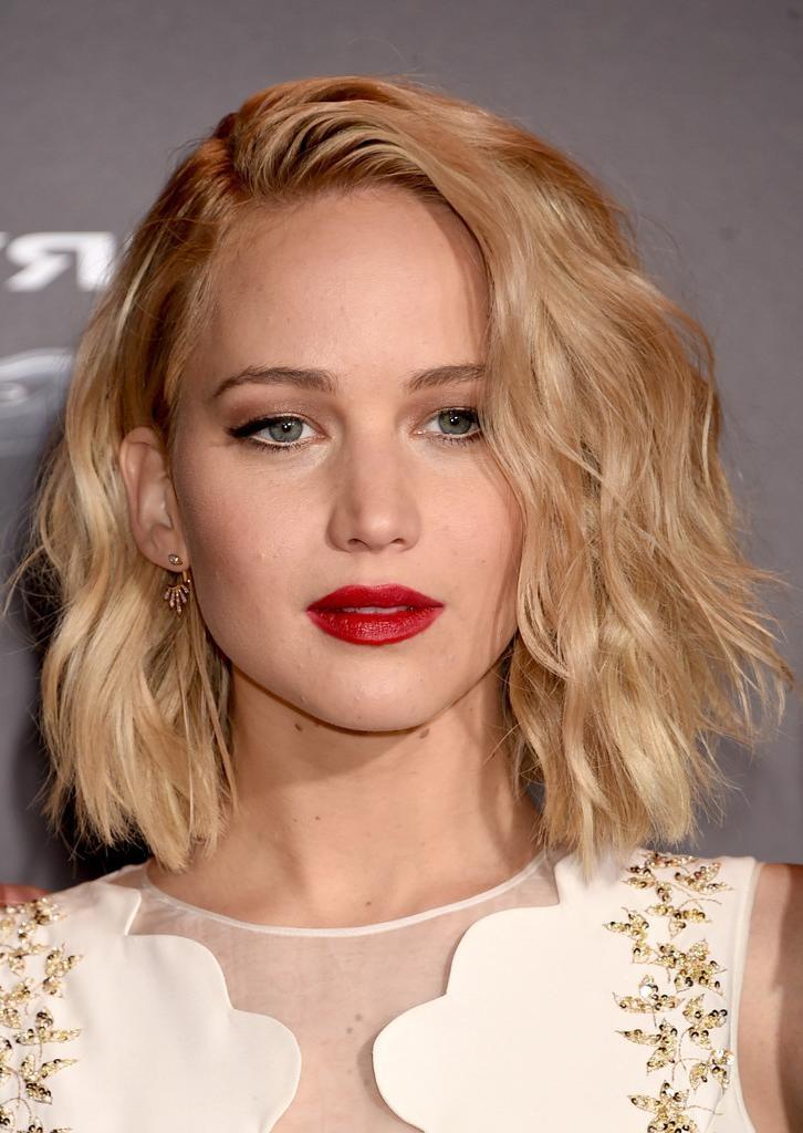 Jennifer Lawrence Short Wavy Cut – Jennifer Lawrence Short With Regard To Jennifer Lawrence Short Haircuts (View 16 of 20)