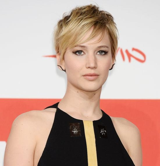 Jennifer Lawrence's Short Hair On Catching Fire Red Carpet In Jennifer Lawrence Short Hairstyles (View 12 of 20)