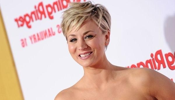 Kaley Cuoco Hairstyles & Haircuts: Short, Pixie, Bangs & Updos For Short Hairstyles With Big Bangs (View 10 of 20)