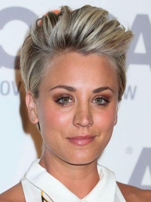 Kaley Cuoco Hairstyles & Haircuts: Short, Pixie, Bangs & Updos Inside Kaley Cuoco Short Hairstyles (View 6 of 20)