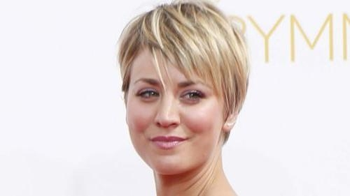 Kaley Cuoco Hairstyles & Haircuts: Short, Pixie, Bangs & Updos Pertaining To Kaley Cuoco New Short Haircuts (View 13 of 20)