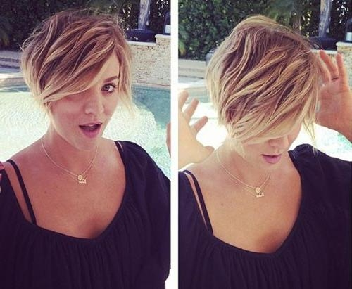 Kaley Cuoco Hairstyles & Haircuts: Short, Pixie, Bangs & Updos Within Kaley Cuoco Short Hairstyles (View 8 of 20)