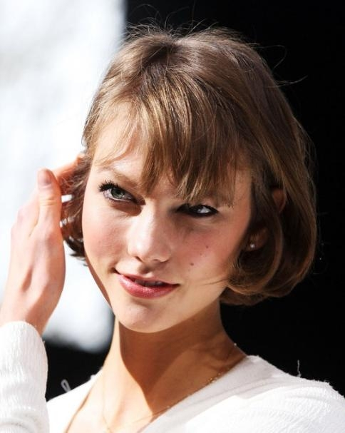Karlie Kloss Short Cut With Bangs For Summer – Easy Short Haircut For Karlie Kloss Short Haircuts (View 9 of 20)