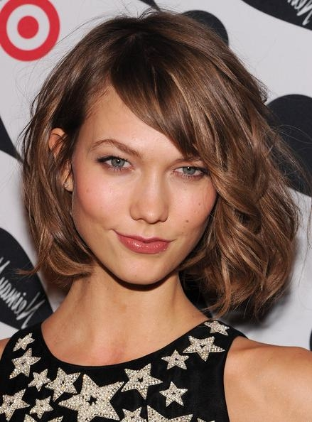 Karlie Kloss Short Hairstyles: Curled Chin Length Bob With The Inside Karlie Kloss Short Haircuts (Gallery 4 of 20)