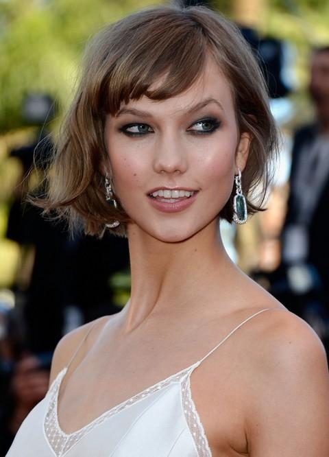 Karlie Kloss Short Messy Bob Hairstyle With Bangs | Styles Weekly In Karlie Kloss Short Haircuts (Gallery 18 of 20)