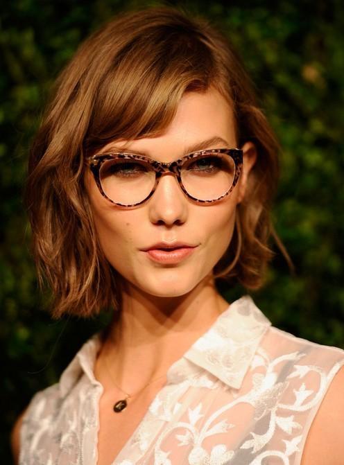 Karlie Kloss Short Messy Wavy Bob Haircut With Bangs | Styles Weekly Intended For Karlie Kloss Short Haircuts (Gallery 14 of 20)