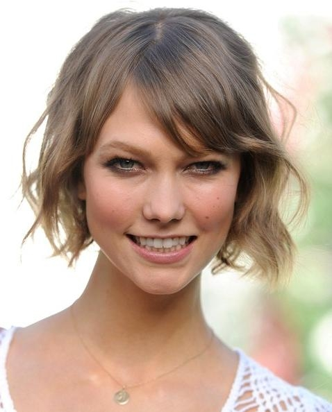 Karlie Kloss Short Wavy Cut – Short Hairstyles Lookbook – Stylebistro Throughout Karlie Kloss Short Haircuts (Gallery 16 of 20)