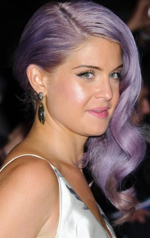Kelly Osbourne Hairstyles: Lavender Side Parted Long Curls Pertaining To Kelly Osbourne Short Haircuts (View 9 of 20)