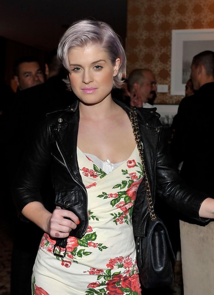 Kelly Osbourne Short Hairstyles – Kelly Osbourne Hair – Stylebistro With Regard To Kelly Osbourne Short Haircuts (Gallery 1 of 20)