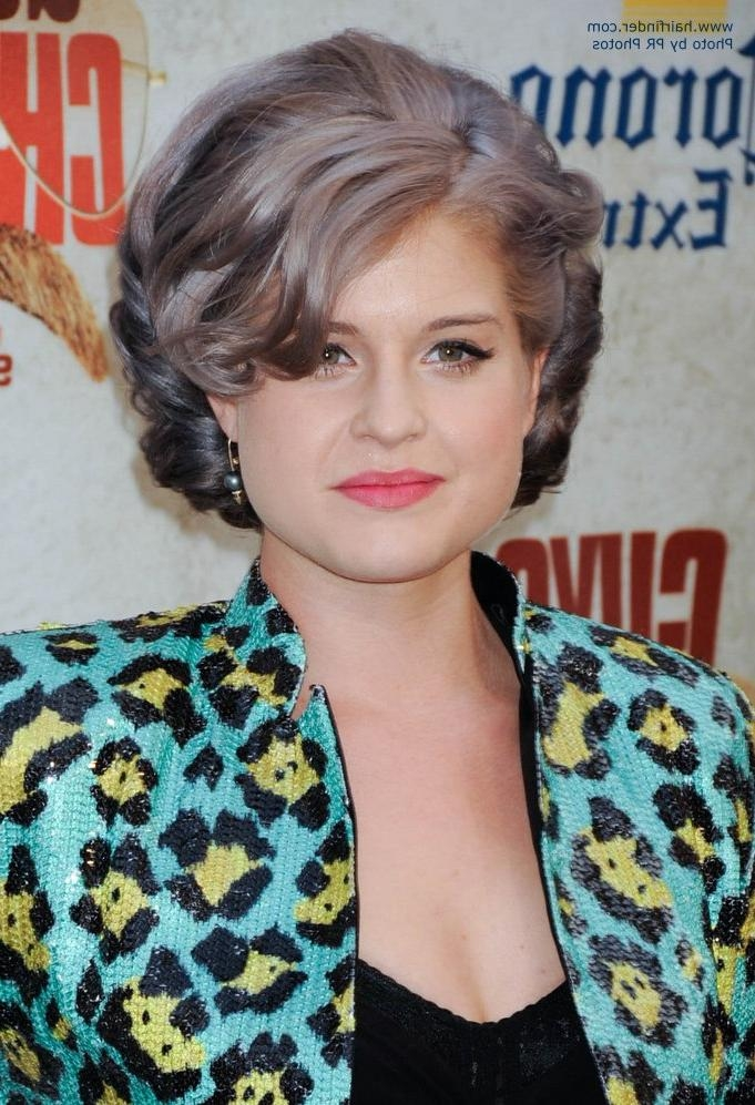Kelly Osbourne Wearing Her Short Hair In A Dressy Hairstyle Within Kelly Osbourne Short Haircuts (View 16 of 20)