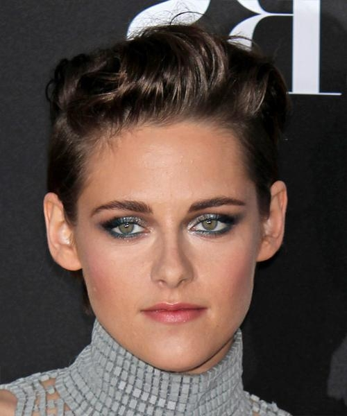 Kristen Stewart Short Straight Casual Hairstyle – Dark Brunette For Kristen Stewart Short Hairstyles (View 17 of 20)
